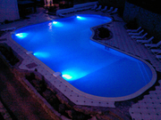 Чарующее светодиодное освещение бассейна