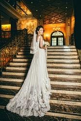 Продам Шикарное свадебное платье со шлейфом (в подарок шубка и фата)