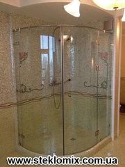 Гнутое стекло для душевой кабины